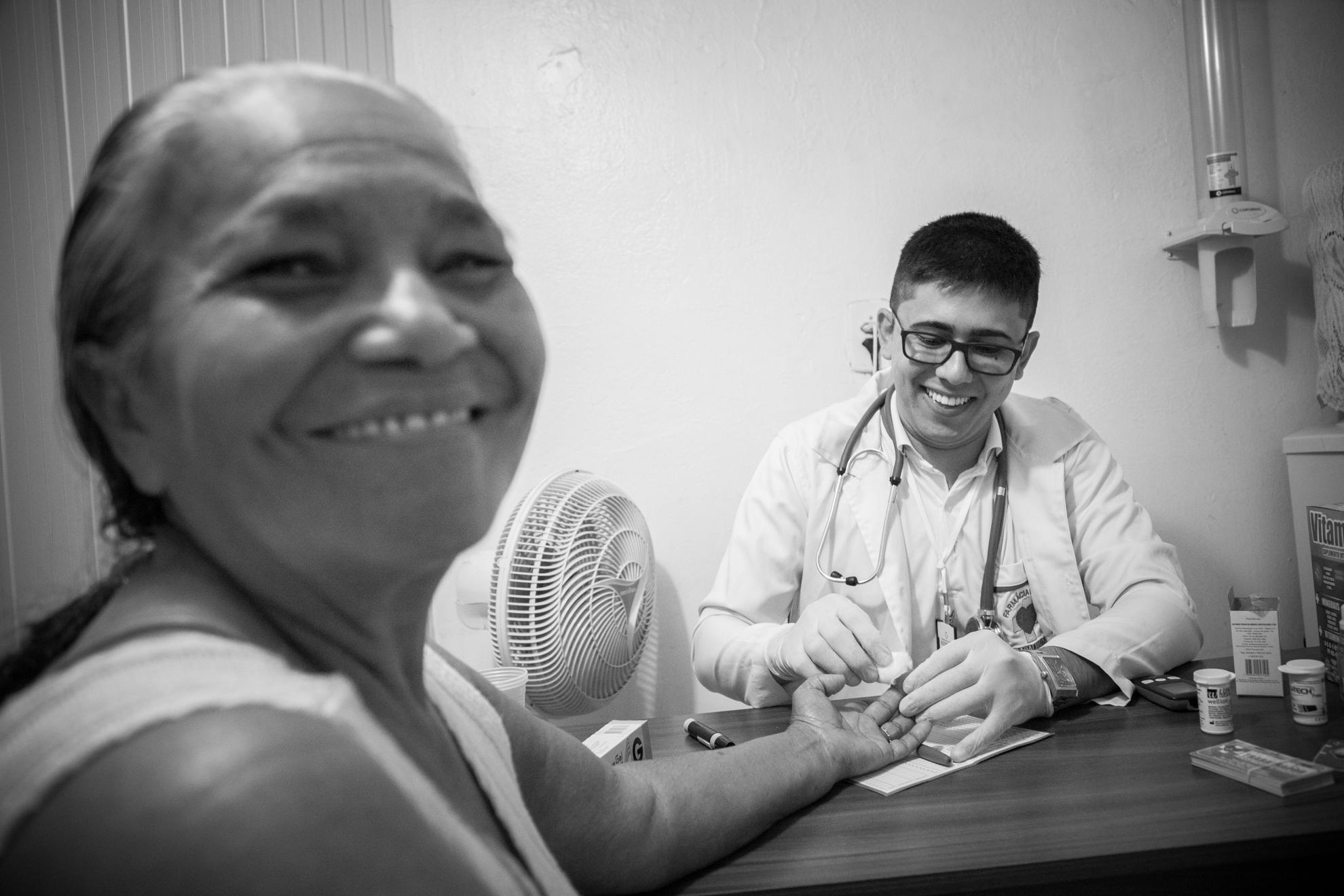 Documentário traz luz à importância dos farmacêuticos no acesso à saúde no Brasil